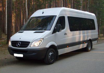 Микроавтобус Mersedes